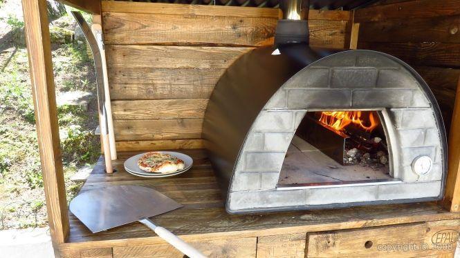 four bois pizza mignon noir. Black Bedroom Furniture Sets. Home Design Ideas